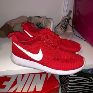 Shoes - Nike Roshes